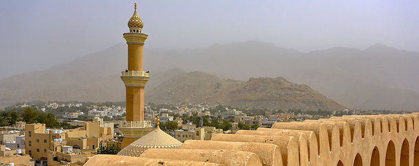 Nizwa-Fort-and-Minaret-of-Friday-Mosque.