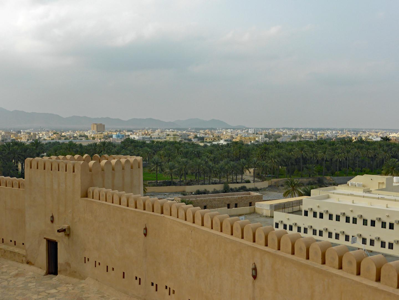 Al_Rustaq_Fort_(2)_(27255509348).jpg