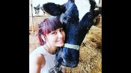أطلقت مشروع تربية أبقار بعمر 25 سنة 👩🏻🌾