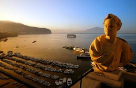 Travel phototgrapher Sorrento harbour.jp