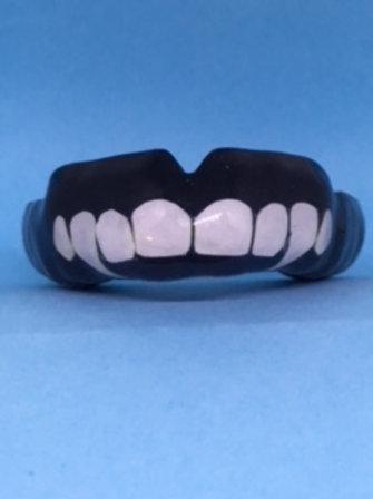 MaxxGard Flex -désign pré-établi - deux dents de vampire blanches sur le noir
