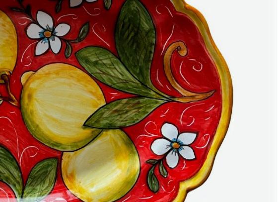 Bandeja servicio roja con limones sicilianos