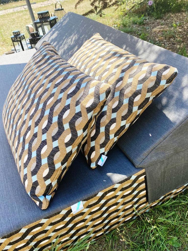 Habillez votre mobilier extérieur avec des coussins personnalisables et sur-mesure