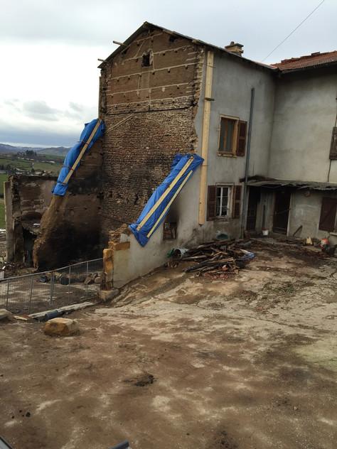 Stabulation, bâtiments de stockage et habitation - SOURCIEUX (69)