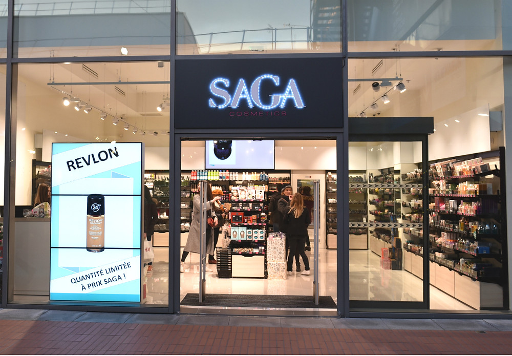 cas-client-saga-cosmetics-vitrine-connectee-saint-nazaire