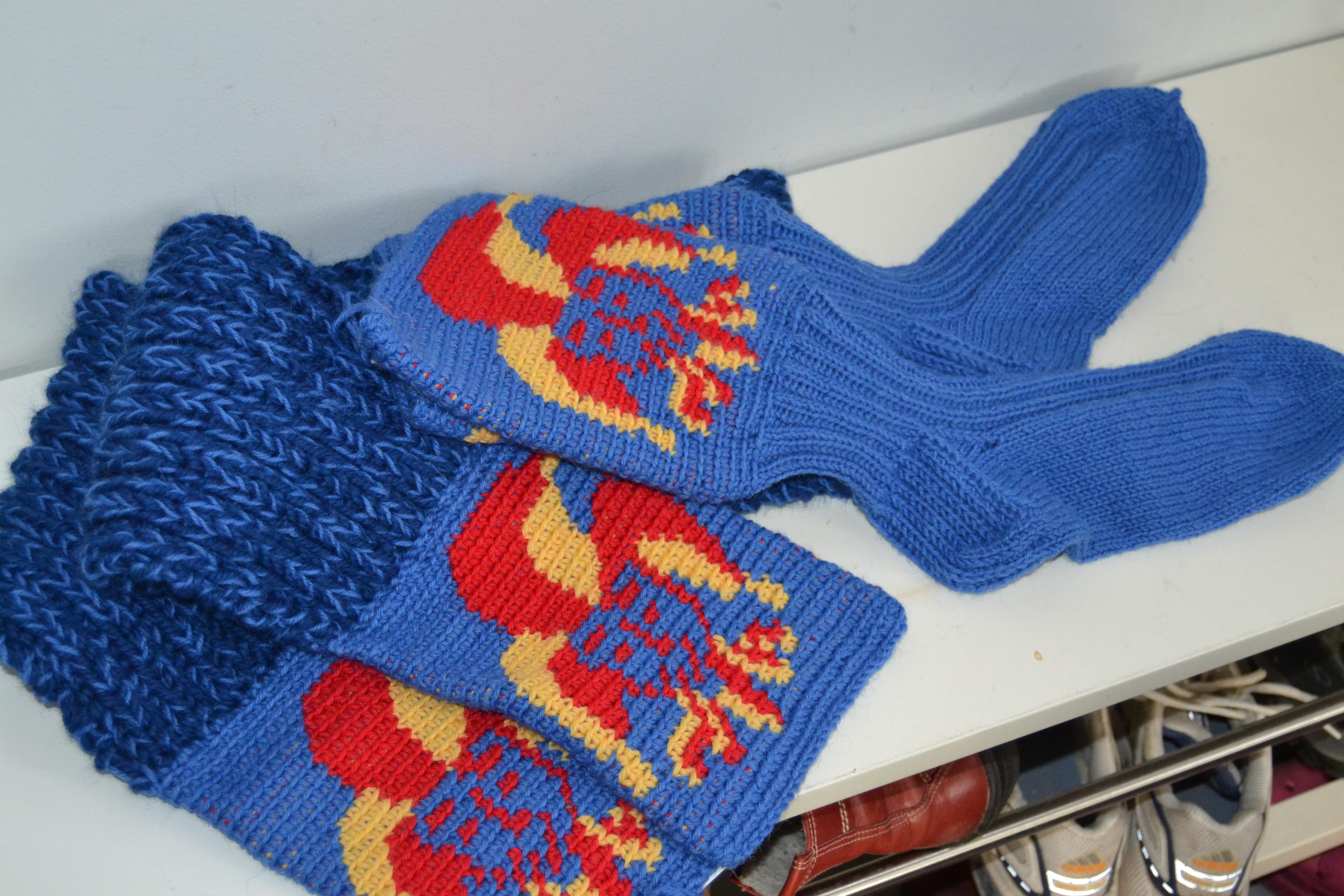 Jokeri-sukat ja kaulaliina