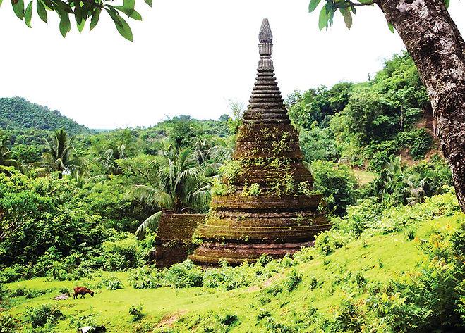 Ancient Pagoda_Mrauk U.jpg