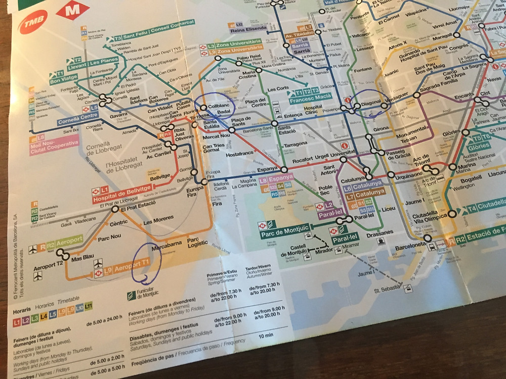 Paper maps are still in... (TMB transit map Barcelona)