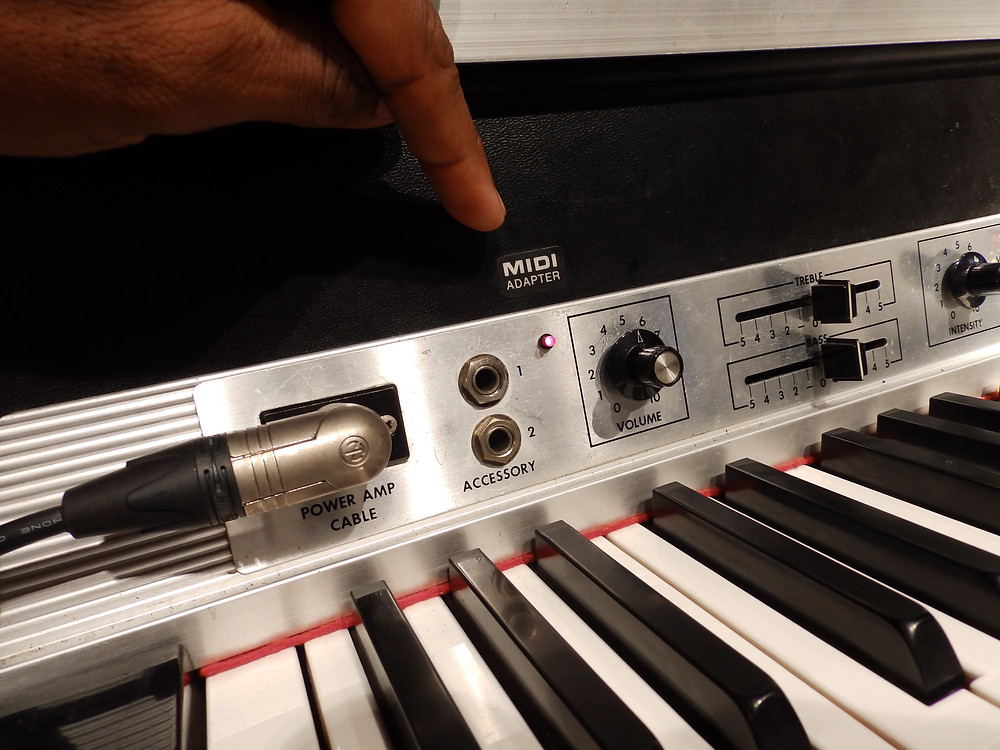 This Fender Rhodes has a MIDI output fitted and is in perfect working condition, typical of old equipment in Japan, it's been maintained immaculately