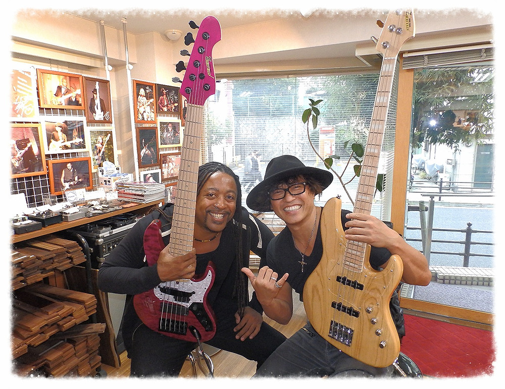 Japanese bass legend Kenji Jino Hino and I pick the same day to visit the shop! 👏🏾😂 The bass is the new BOH'S Custom6