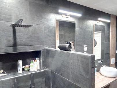relookage salle de bain gris noir bois