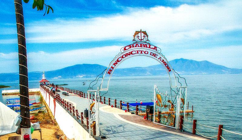 Entrance to Chapala Pier / Entrada al muelle de Chapala 015-D1