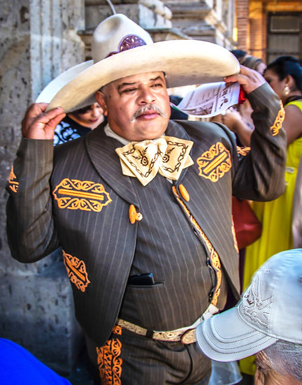 Mexican Señor at a wedding / Señor mexicano en una boda 634