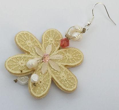 gold daisy.jpg