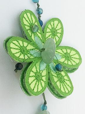 green daisy detail.jpg