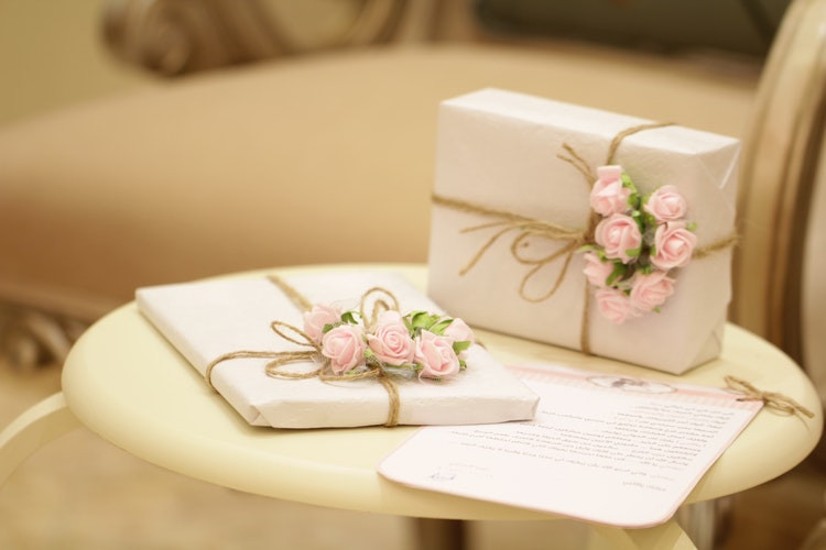 Modern Wedding Anniversary Gifts for Her