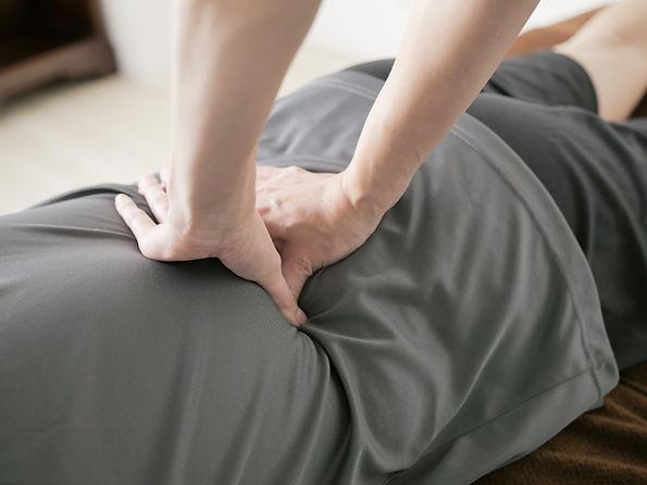 相模原市緑区の整体・武村整体・腰の慢性痛をもみほぐす写真