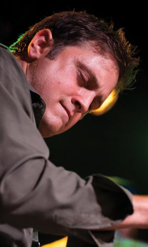 Sean Bellaviti - Piano