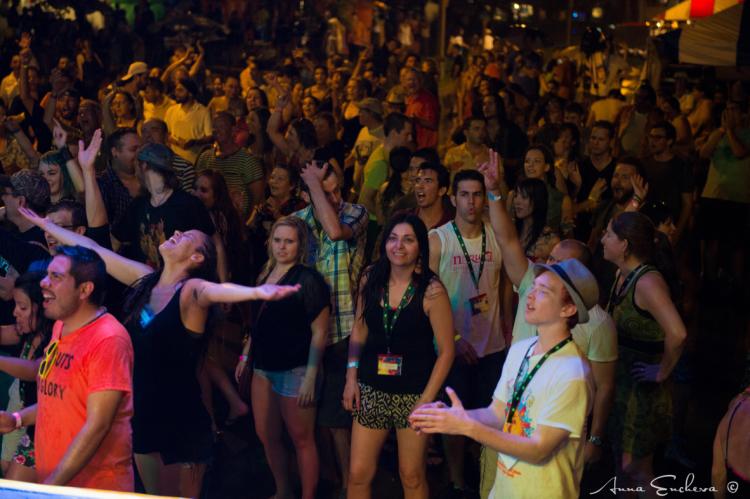 Sunfest crowd loving the Lula All Stars