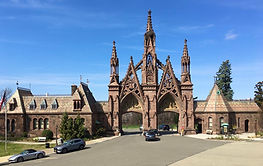 1-Green-Wood-Cemetery-gates-March-2020-p