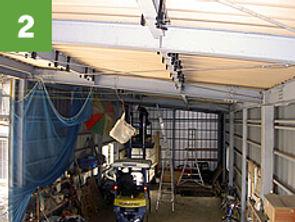 折半屋根に設置する場合、屋根裏から作業できることが前提となります。