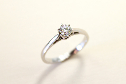 エンゲージリング Pt / Dia (0.3ct〜) 245,000yen〜(tax included)