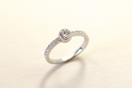 エンゲージリング Pt / Dia (0.3ct〜) 398,000yen〜(tax included)