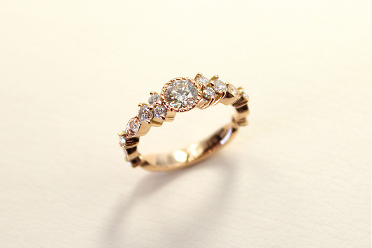 エンゲージリング K18 PG / Dia (0.3ct〜) 385,000yen〜(tax included)