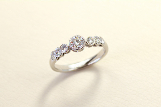 エンゲージリング Pt / Dia (0.3ct〜) 343,000yen〜(tax included)