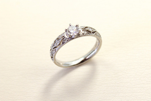 エンゲージリング Pt / Dia (0.3ct〜) 362,000yen〜(tax included)