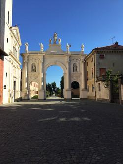 Cherasco Arco della Madonna del Rosario