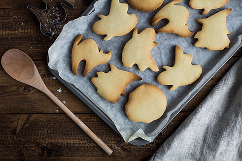 Faire cuire des biscuits d'Halloween