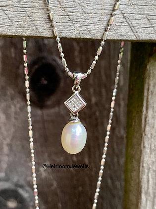 Vintage 18k White Gold, Princess cut Diamond & Pearl drop necklace