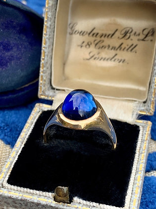 Vintage 9ct Gold and Synthetic Blue Sapphire sugarloaf signet ring.