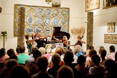 Salle de concert du Centre d'Art du Poët-Laval en Drôme Provençale
