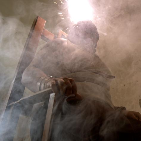 """""""JE SUIS BOURREAU"""" réalisé par Kevin Durand, Chaise électrique et panneau de contrôle disponible à la Location"""