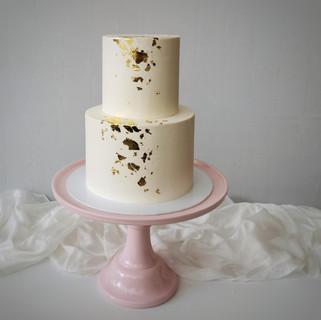 Torte weiß zweistöckig Blattgold