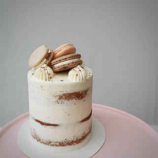 mini Torte mit Macarons