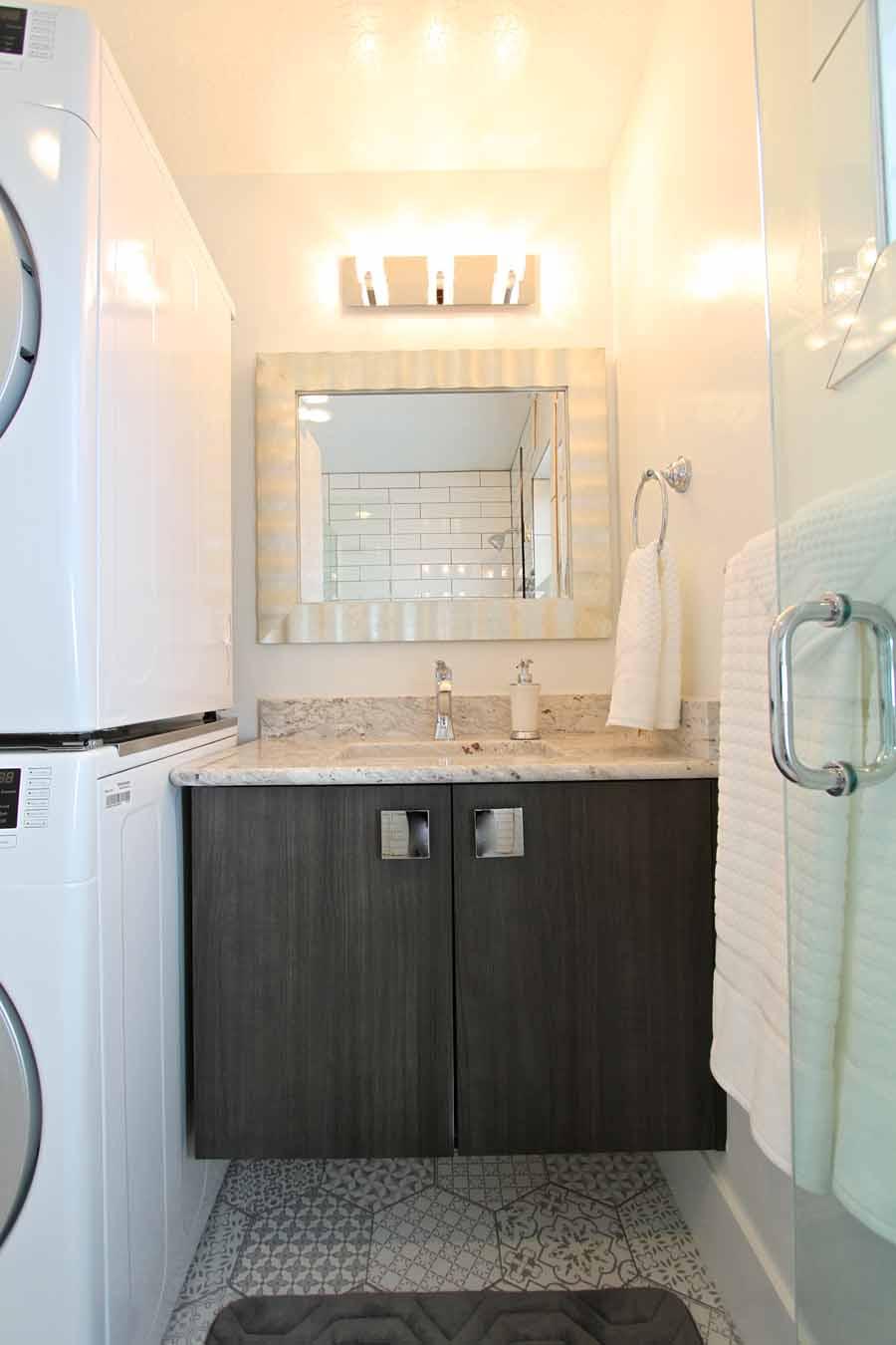 Tiny House 1-4 Bathroom