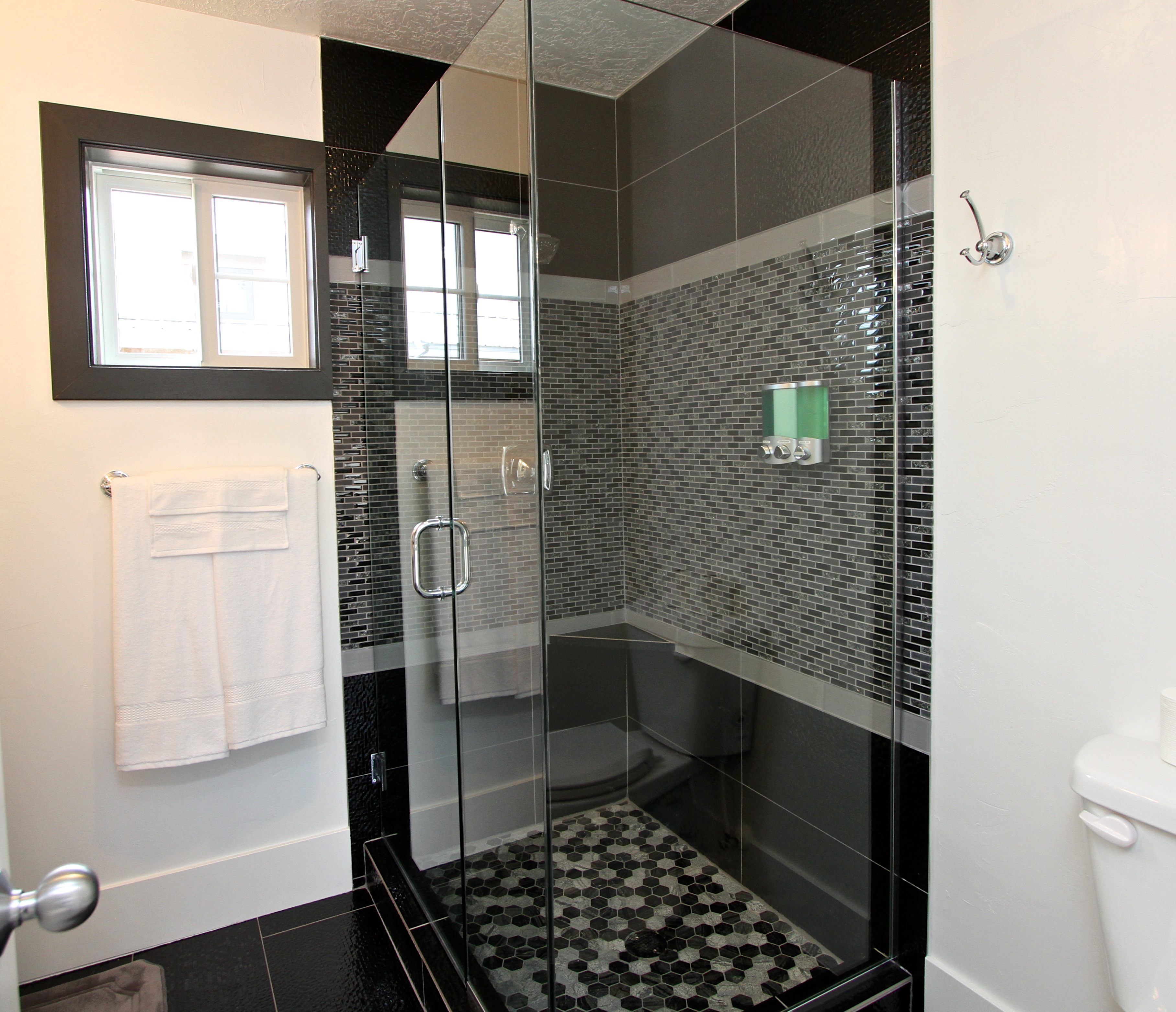Tiny House 1-4 Shower