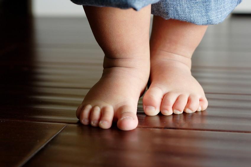 baby-feet-first-steps.jpg