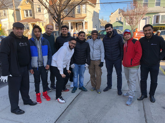 Queens Khuddam Atfal volunteer at need food pantry to prepare food and serve to hundreds April 21, 2