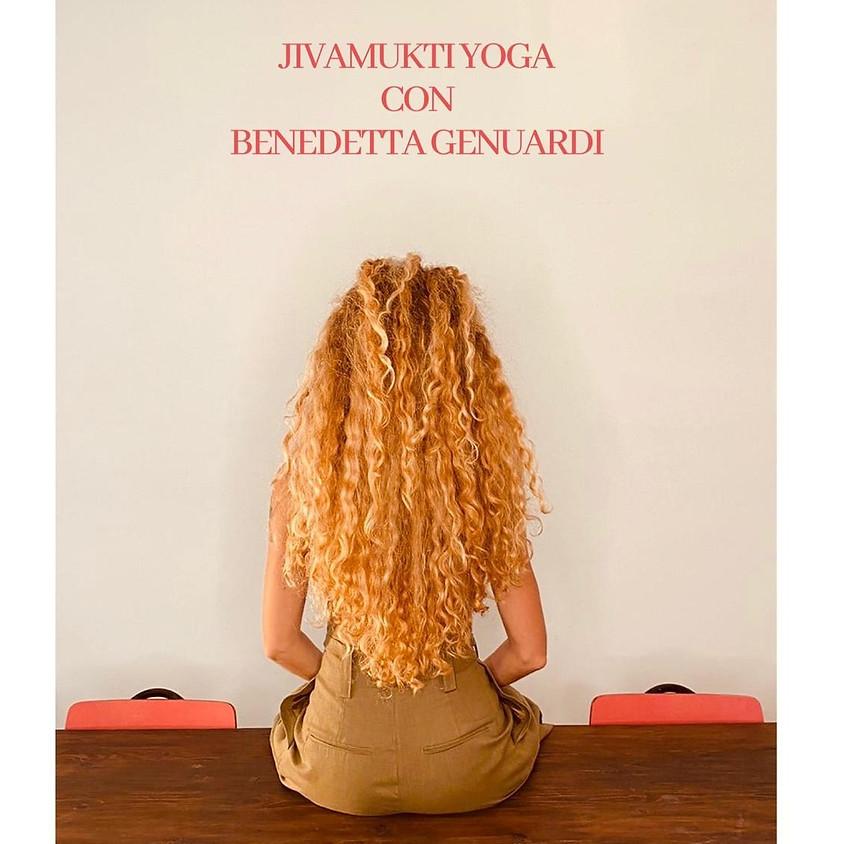 Pratica Jivamukti con Bennibee | Per ogni livello