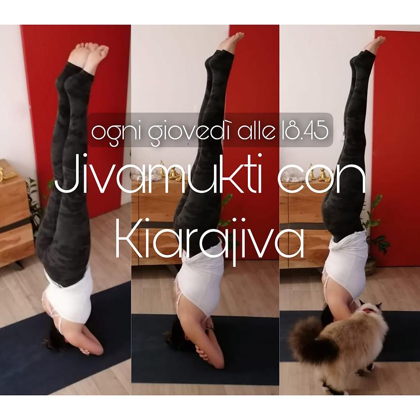 Pratica Jivamukti Yoga con Kiarajiva - Per Ogni Livello