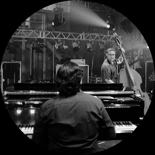 Roberto C Lecaros Trio CIRCULO.png