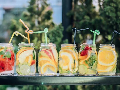 Detox, Feuchtigkeit & Co.: Wasser trinken macht schön