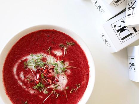 Rote Bete Suppe mit Kokosmilch und Granatapfel