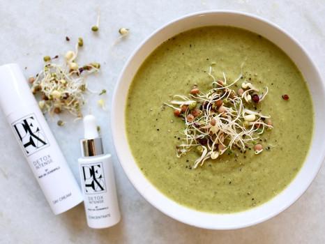 Leckere Brokkoli-Sellerie-Suppe zum Detoxen
