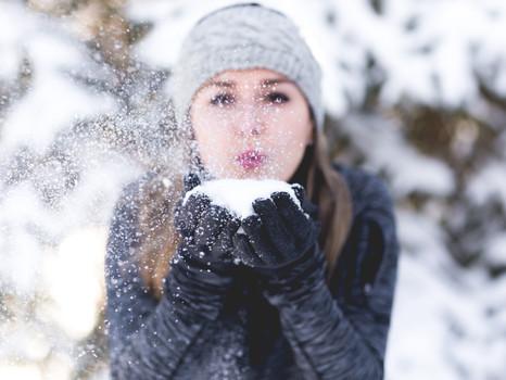 Schönheitspflege im Winter: So bleibt Ihre Haut in den kalten Monaten schön