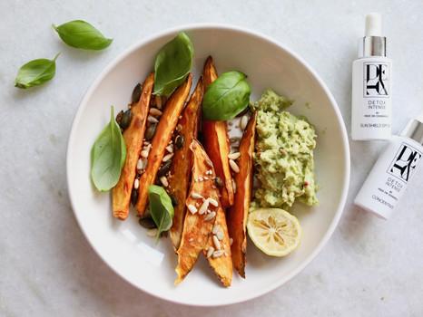 Gesund essen mit Beauty-Faktor: Süßkartoffel Wedges mit Avocado Dip